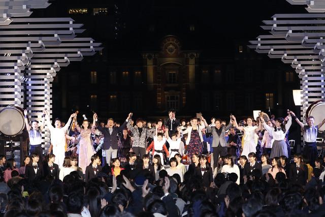 ゆず」と高校生が熱唱、東京オリ...