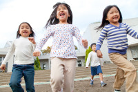 足立・荒川区、待機児童解消に向け公園・遊園に保育園設立