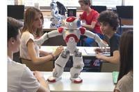 JTP、戸山高でロボット「NAO」を活用したプログラミング学習を提供 画像