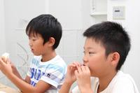 完全給食実施率は小学校98.4%に対し中学校81.4%、中学で微増