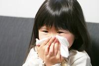 子どもの6割が「正しい鼻のかみ方」できず…中耳炎のリスクも