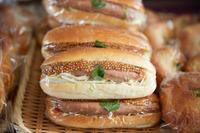 懐かしいパンたちが青山に集結、コッペパン「購買部」もオープン