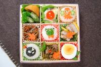 【宮澤真理のキャラ弁】菓子箱を工夫して、行楽弁当 画像