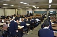 【センター試験2013】試験開始前の会場の様子と解答速報案内 画像