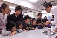 ライオン、全国の小学校対象に出張実験授業を開始…ナノレベルで油汚れを分解 画像