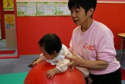 乳児期の働きかけが将来に影響…0歳からの育児教室を体験