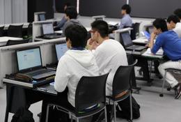近大、授業にあわせ変化する「次世代の教室環境」を構築