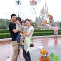 ハロウィーンバージョンの「マジカルプラス」の写真 (c) Disney