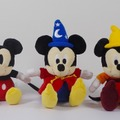 展覧会限定グッズ「ぬいぐるみ」(左から、Plane Crazy/Vintage Style/Fantasia/Fun and Fancy Free/Modern Style)各1,620円(税込) (c) Disney