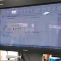 各班の入力した画面を電子黒板で提示して発表する