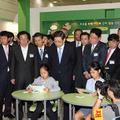 スマート教室は未来の教室ではなく、実際にソウォン小学校で使われている端末とプログラムをそのまま会場に移動させたもの。このような環境で勉強する学校はまだ全国で7校ぐらいしかない