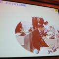 端末を利用した英語の授業を実際に受ける佐賀県の古川康知事