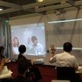 新川教室と対話しながら遠隔授業を行う