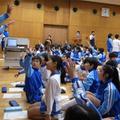 世界一大きな授業を受ける子どもたち(武蔵野東小学校)