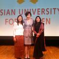 安倍昭恵夫人とアジア女子大学の卒業生たち