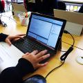 ストアアプリ開発にはタブレット端末を利用