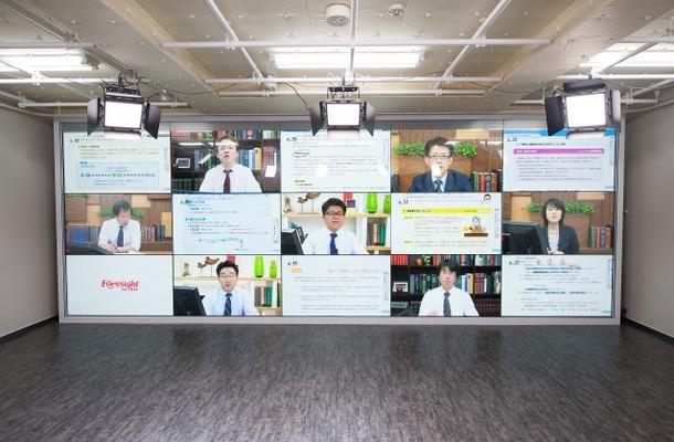 15面別々に映像を映し出すことも可能な電子黒板