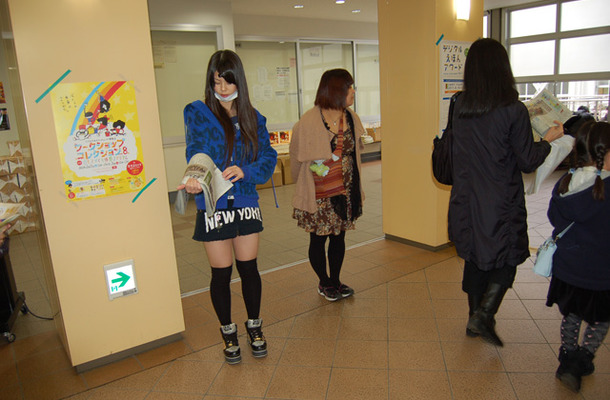 廊下で配布された「石巻日日こども新聞」
