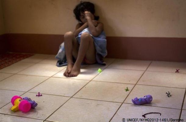両親に育児放棄され、路上で3年間暮らしていた7歳の女の子(ニカラグア)