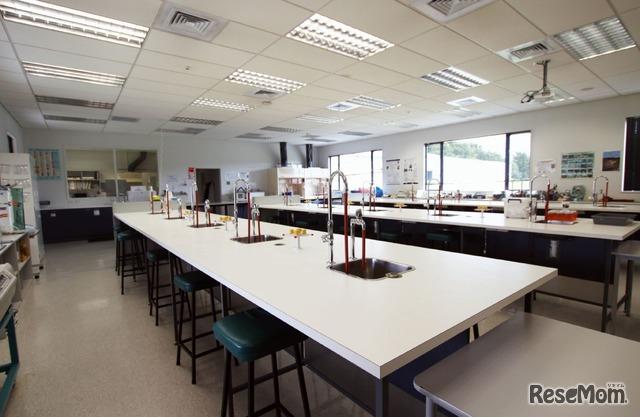 "「Nelson Marlborough Institute of  Technology」内を見せてもらった。""ワインを科学""する施設が充実している"