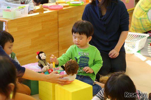 子どもは、お友だちの遊ぶ姿を見ながら学んでいる