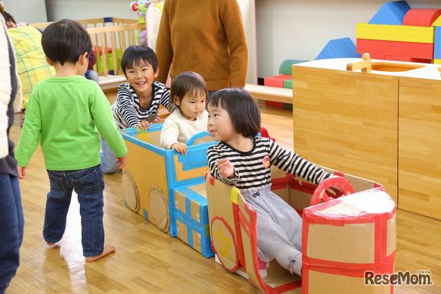プラスママの子どもが遊びの場の雰囲気を作る