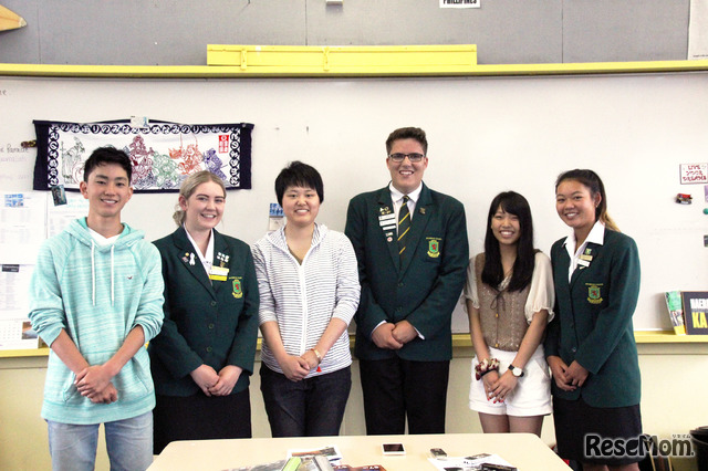 Spotswood College(スポッツウッド・カレッジ)に留学する日本人生徒と、留学生を支援する現地生徒たち。困ったときは同じ世代同士手を取り合い、ともに学ぼうとする姿が見えた