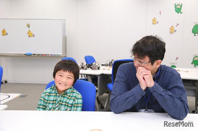 プログラミング体験会の感想を語る亮太くんとお父さま(F@IT Kids Club体験会)