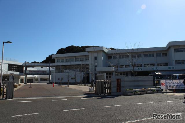 佐賀県多久市立東原庠舎中央校(たくしりつ とうげんしょうしゃ ちゅうおうこう)。2013年4月1日から小中一貫校としてスタートした