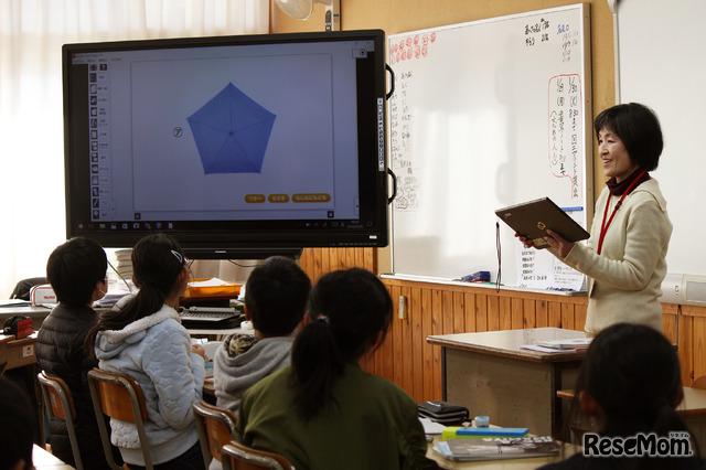 2018年1月26日、佐賀県多久市立東原庠舎中央小学校で行われた公開授業のようす(写真は算数の時間)