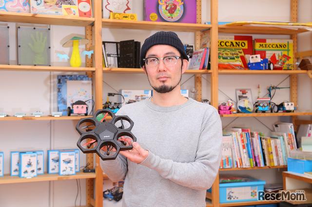 知育ドローン「Airblock」とアザイ・コミュニケーションズ代表取締役 久木田寛直氏