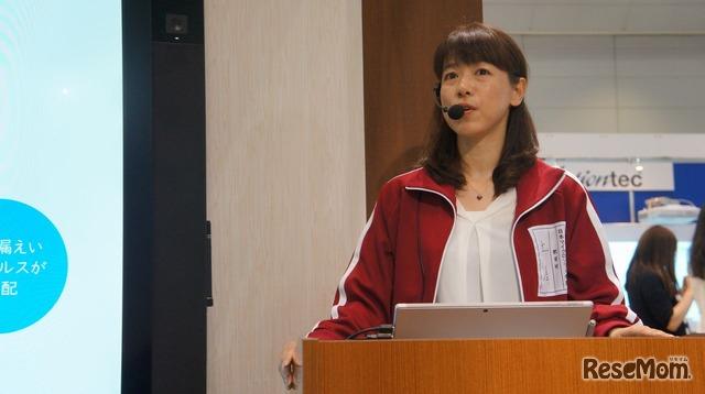 デモンストレーションステージ「子どもたちの学び方改革・協働学習を支えるソリューション」に登壇した日本マイクロソフトの土屋奈緒子氏