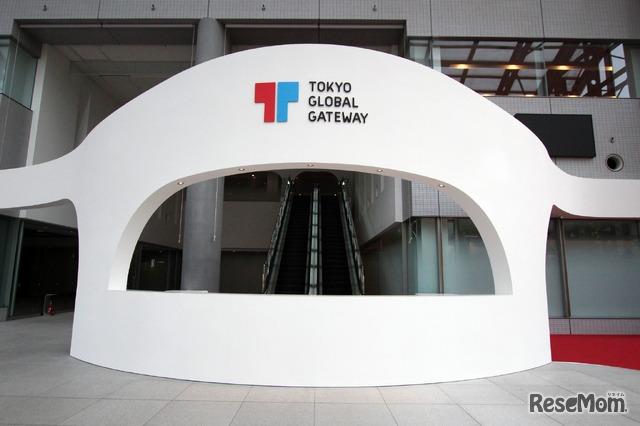 TGG 1階のエントランス。ここから英語漬けの世界へ出発! 1階にはカフェもある