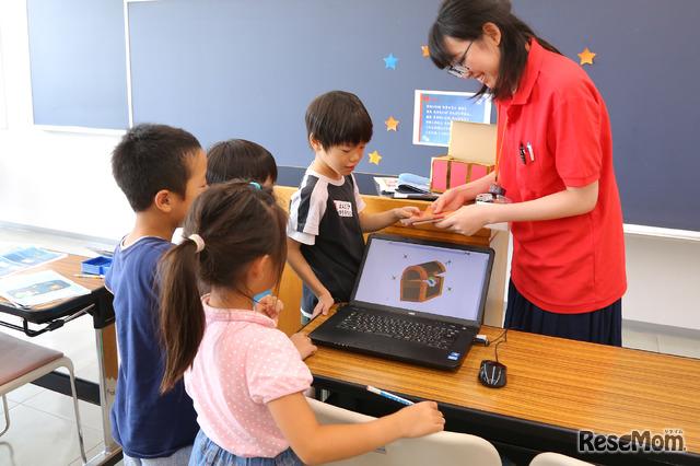 F@IT Kids Club×千葉工業大学プログラミングサマースクール2018のようす/謎が解けるとカードをもらえる!