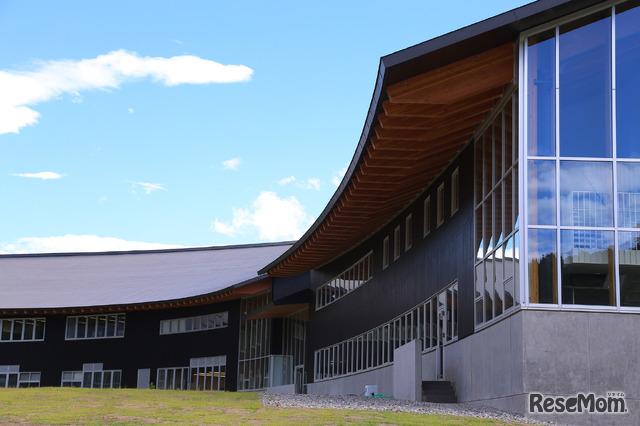 白山麓に広がる国際高等専門学校のキャンパス