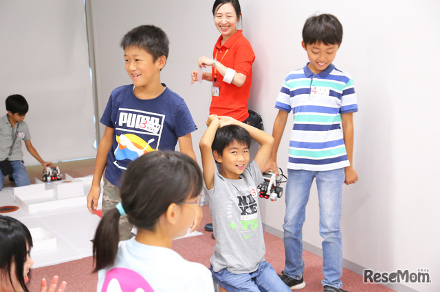F@IT Kids Club×千葉工業大学プログラミングサマースクール2018のようす/プログラム通りに動いてこの笑顔