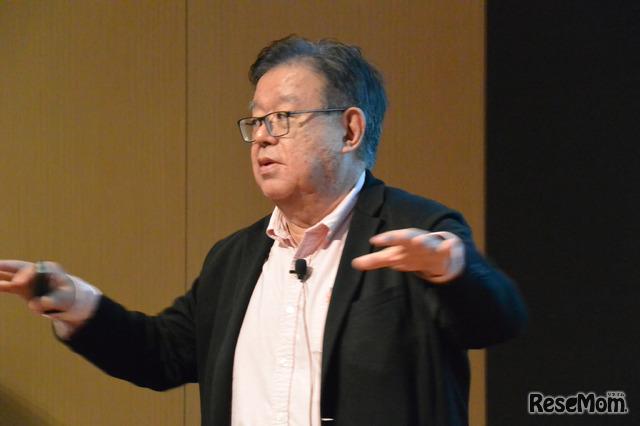 招待講演に登壇する慶應大学教授の村井純氏