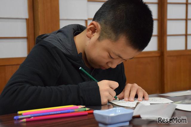法要の際に散布される散華に水彩色鉛筆で彩色(室生寺)