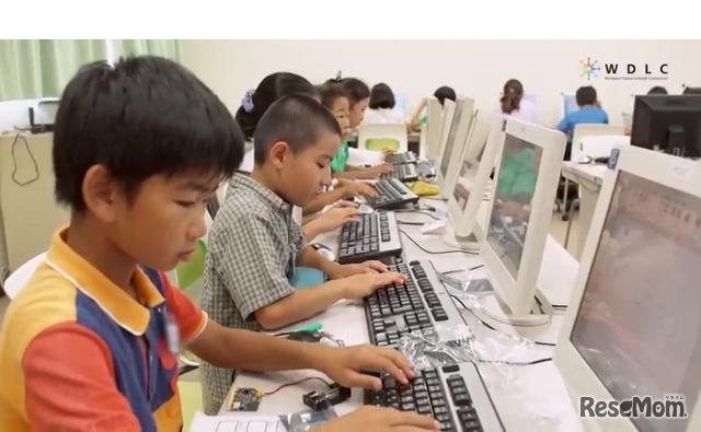 授業のレポート作成でキーボード操作も学ぶ