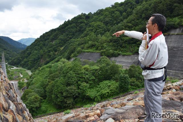 解説してくれたのはJ-POWER奥清津発電所の藤原所長代理