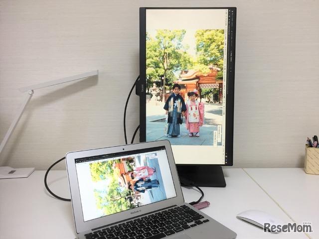 画面を上下左右、斜めに動かすことができる「エルゴノミクスデザイン」。90度回転するので、縦型の写真などもそのまま表示できる