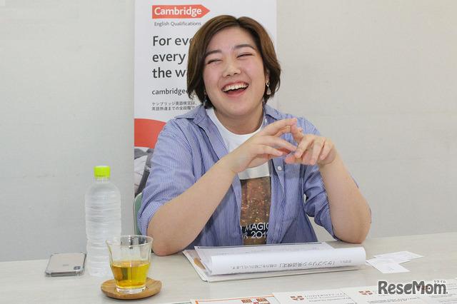 インタビューに応える半田皐生さん