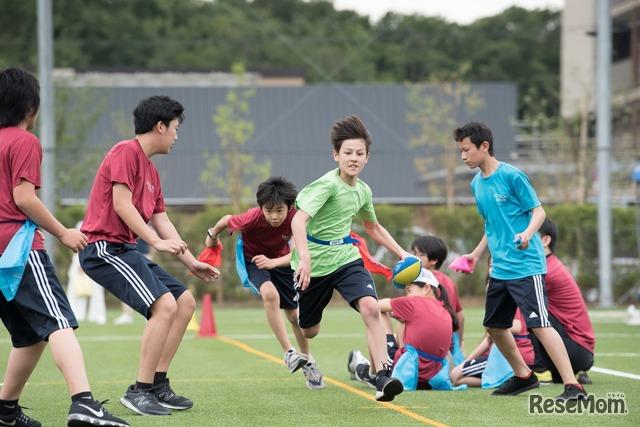 スポーツフェスでは、ハウスごとに異なるカラーのTシャツを着て戦う