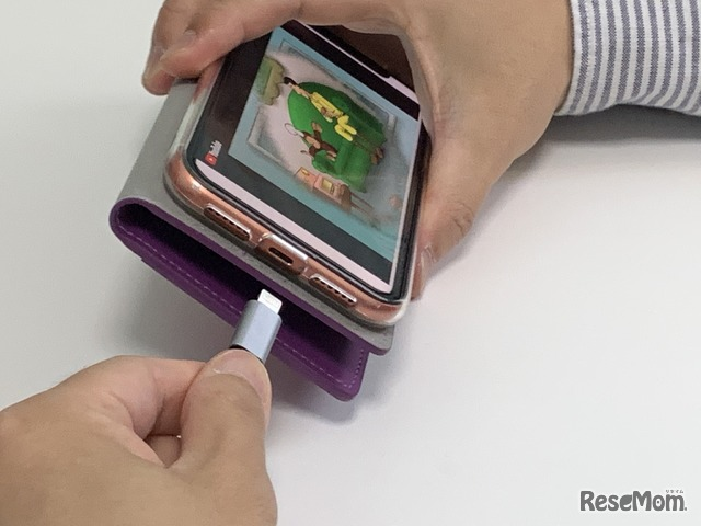 別売りのコネクタを接続すればスマートフォンからもモニターにつなげられ利便性が高くて良いと感じた
