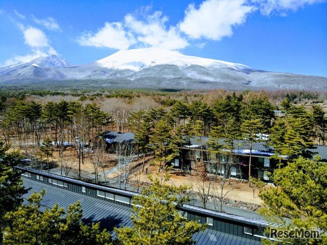 ユナイテッド・ワールド・カレッジ ISAKジャパンのキャンパスと浅間山