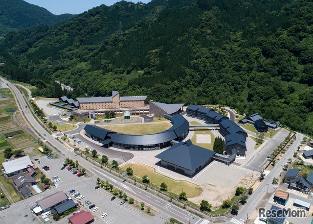 国際高等専門学校・白山麓キャンパスの鳥瞰写真
