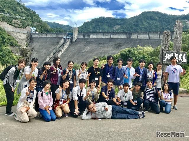 2018年「エコ×エネ体験ツアー水力編 奥只見 学生ツアー」の集合写真