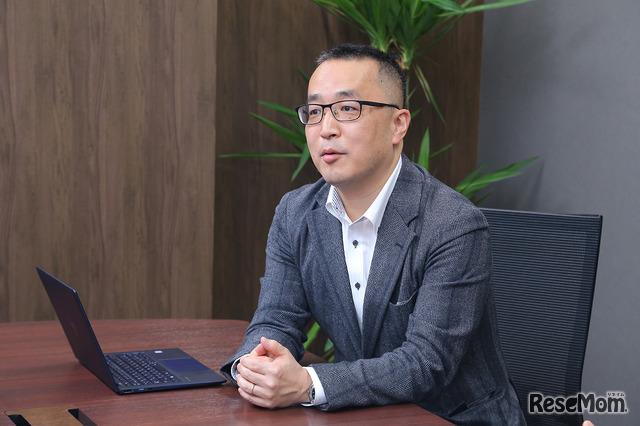 インタビューに応えるワオ高校の平田強副校長