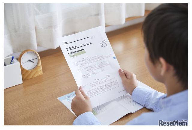 人の力が必要な添削指導は、これまでどおり。タブレットでも紙と同じように答案作成でき、提出はより簡単に。