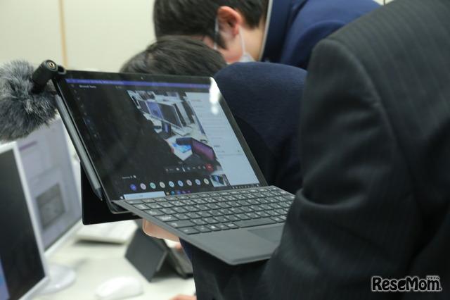 Surfaceの背面カメラで公開授業は中継された